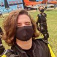 Sasha Meneghel e João Figueiredo saltam de paraquedas em São Paulo