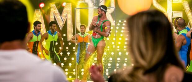 Bruno Miranda, o Borat de 'Amor & Sexo', mostra foto da barriga após tiro