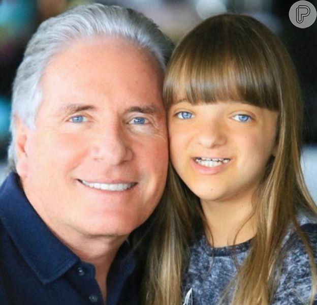 Rafaella Justus e o pai, Roberto Justus, se apresentaram em festa na escola da menina