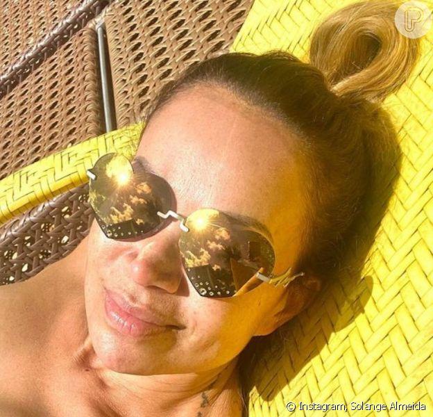 Solange Almeida exibe corpo sequinho em foto de biquíni