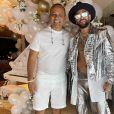 Neymar posa com o pai em festa de Réveillon