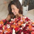 Gabi Brandt ganha buquê gigante de Saulo Poncio em aniversário