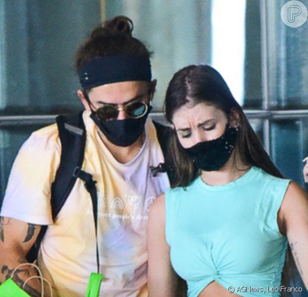 Whindersson Nunes e a namorada, Maria Lina, desembarcam no Aeroporto de Guarulhos, em São Paulo, em 16 de janeiro de 2021