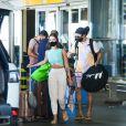 Whindersson Nunes e a namorada, Maria Lina, são fotografados em aeroporto