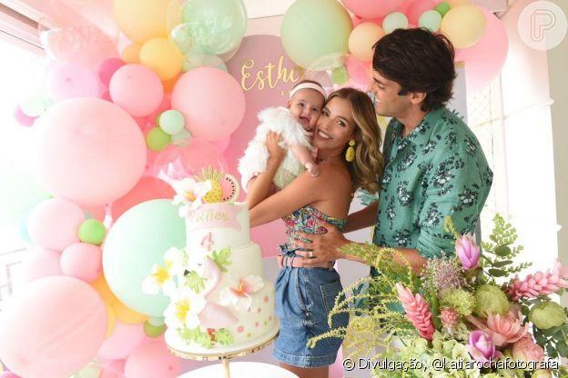 Carol Dias e Kaká celebraram quatro meses da filha, Esther