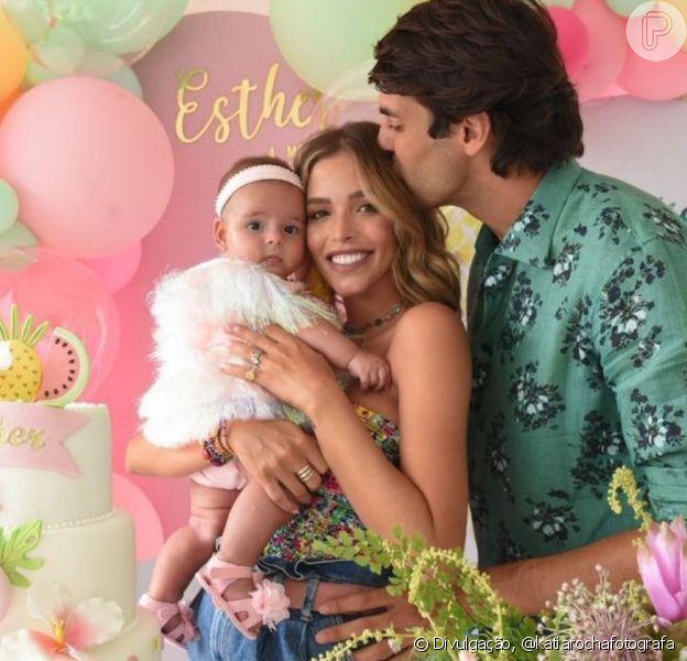 Carol Dias e Kaká fazem festa nos 4 meses da filha, Esther