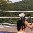 Graciele Lacerda aposta em biquíni fio-dental e exibe bumbum em foto