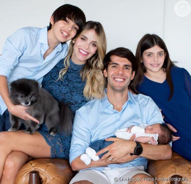 Carol Dias evita postar foto com filhos de Kaká e Carol Celico