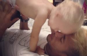Neymar, prestes a gravar próxima novela das nove, curte momento com o filho