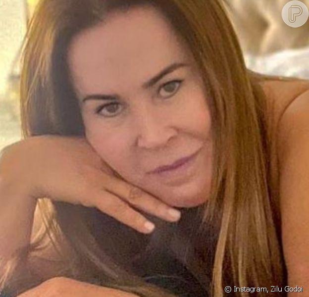 Zilu Godoi valoriza corpo em foto de lingerie