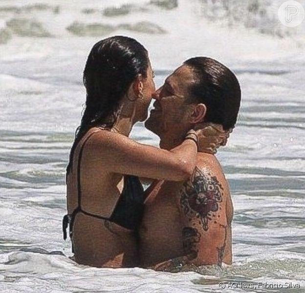 Gabi Brandt curte praia com o marido, Saulo Poncio, nesta terça-feira, 02 de fevereiro de 2021