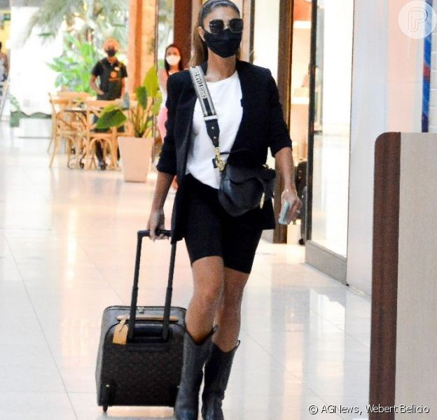 Juliana Paes viajou cheia de estilo nesta sexta-feira, 5 de março de 2021