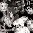 Jaden Smith (no centro da foto), filho do ator Will Smith, está namorando a meia-irmã de Kim Kardashian, Kylie Jenner (à direita do jovem), segundo informações do jornal 'The Sun', em março de 2013