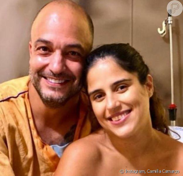 Camilla Camargo aparece de 'cara limpa' horas após dar à luz Júlia: 'Mamãe exausta'