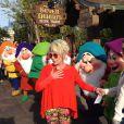 Ana Maria Braga se diverte com os Sete Anões ao apresentar 'Mais Você' direto da Disney