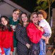 Aysha com os irmãos, filhos de Simony