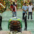 Corpo de Chorão foi velado em Santos nesta quinta-feira (7)