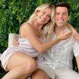 Karina Bacchi assumiu que ela e Amaury Nunes estão passando por uma crise no casamento