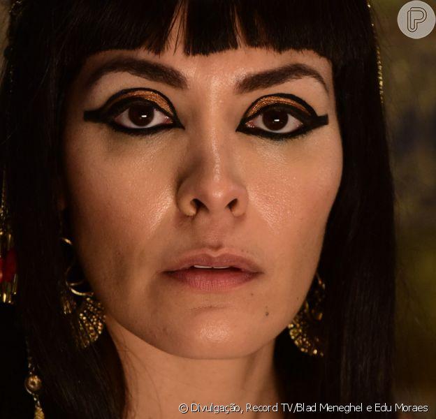 Na novela 'Gênesis', Sarai (Adriana Garambone) faz Agar (Hylka Maria) tentar chegar mais perto de Abrão (Zécarlos Machado) no capítulo de quinta-feira, 29 de abril de 2021