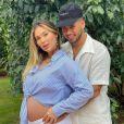Na reta final da gravidez com Zé Felipe, Virgínia Fonseca reclama de pé inchado. 'Mancando'