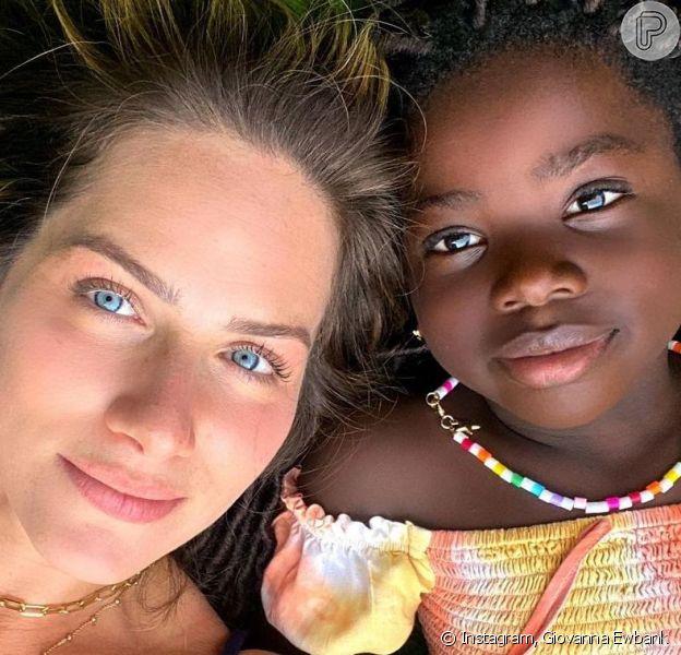Giovanna Ewbank mostrou fotos de uma campanha publicitária que fez com a filha, Títi, e a menina roubou a cena