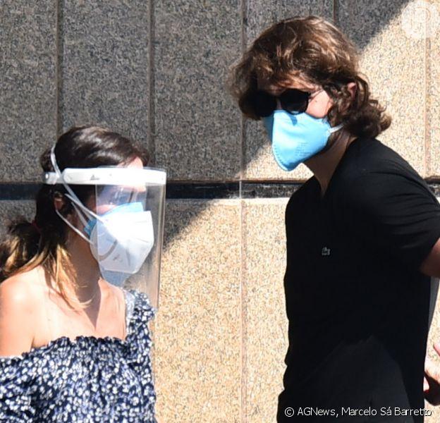 Tatá Werneck defende uso de máscara e face shield em velório de Paulo Gustavo: 'Responsável'
