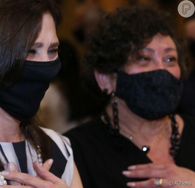 Beth Goulart mostrou foto da família ao comentar estado de saúde da irmã, Bárbara Bruno, intubada com Covid