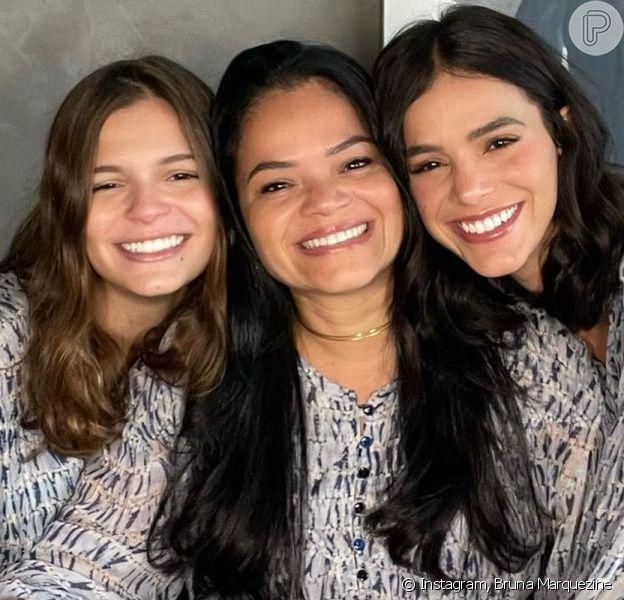 Bruna Marquezine compartilhou fotos com a mãe, Neide, e a irmã, Luana, em homenagem ao Dia das Mães