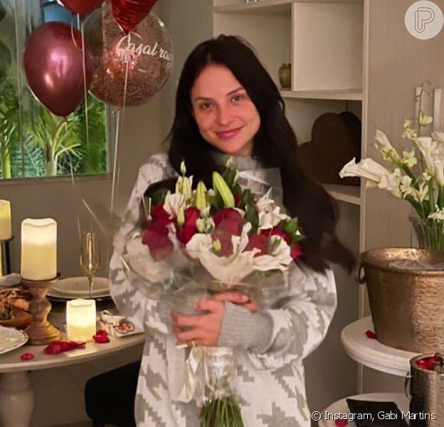 Gabi Martins ganha surpresa romântica de Tierry em comemoração aos 4 meses de namoro. Fotos e vídeo!