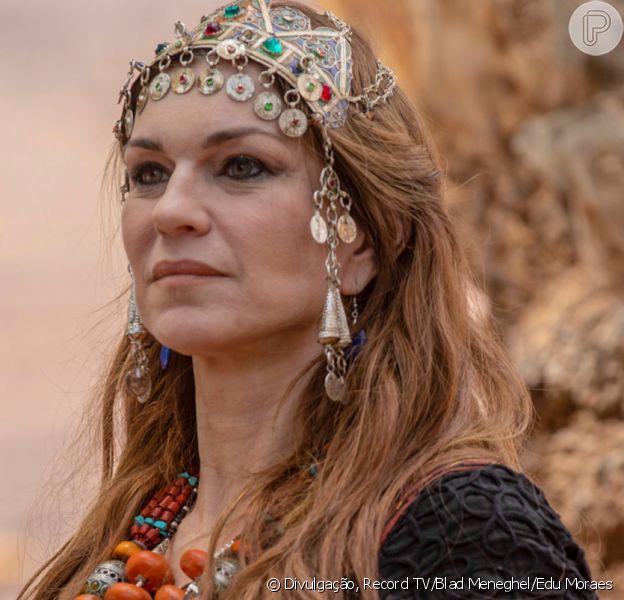 Novela 'Gênesis': Sara/Sarai (Adriana Garambone) revela a Agar (Hylka Maria) estar grávida de Abrão/Abraão (Zé Carlos Machado)