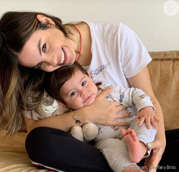 Beleza do filho de Sthefany Brito, Enrico, encantou web em foto com a mãe e os pets: 'Bebê lindo'