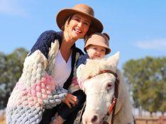 Ana Paula Siebert mostra 1º passeio a cavalo da filha e look de Roberto Justus rouba a cena