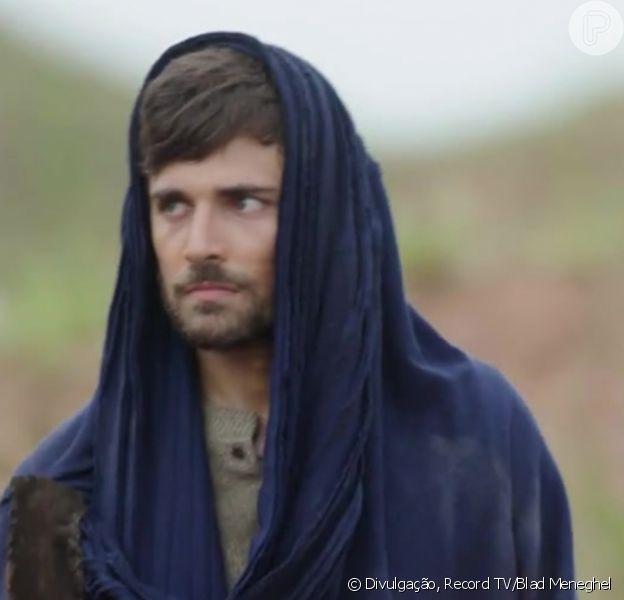Novela 'Gênesis': Lúcifer (Igor Rickli) fará a cabeça de Jacó (Miguel Coelho) para ele insistir em casamento com Raquel (Thais Melchior) após armação de Labão (Heitor Martinez)