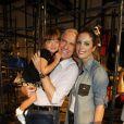 Rafella Justus posa sorridente com o pai, Roberto Justus e a irmã Fabiana Justus