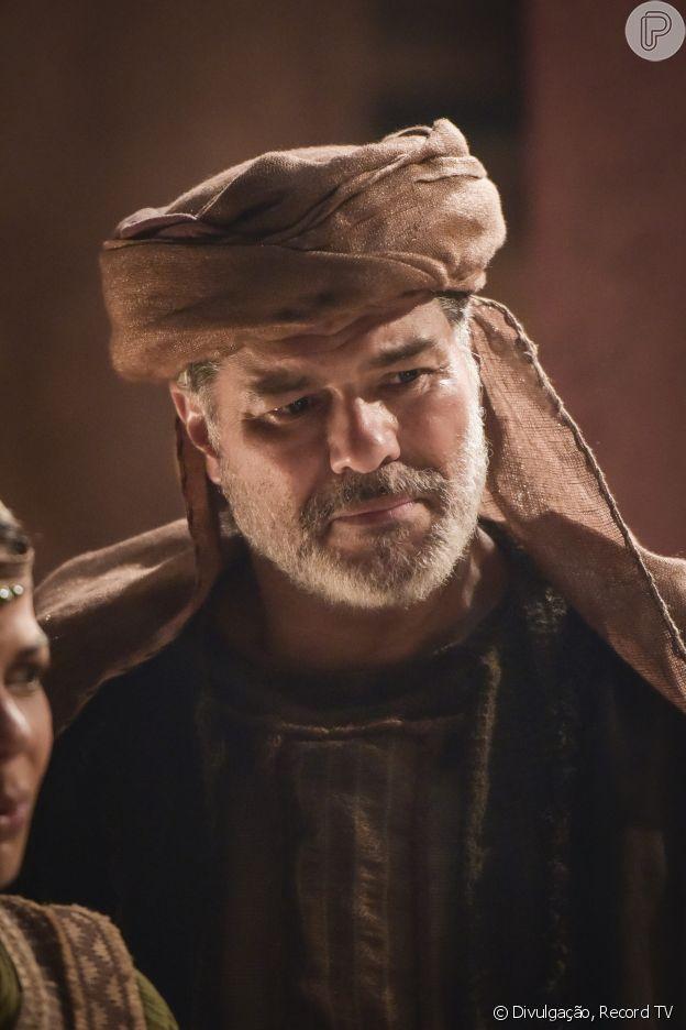 Novela 'Gênesis': pai de Bila (Mirella Sabarense/Allana Lopes), Jasper (Maurício Mattar) tenta convencer a filha de desisir de ser concubina de Jacó (Miguel Coelho)