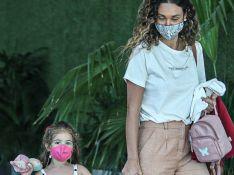 Filha de Débora Nascimento aposta em vestido trendy em passeio com a mãe. Fotos!