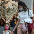 Débora Nascimento preserva a filha, Bella, da exposição na web