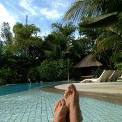 Xuxa e o namorado, Junno Andrade, aproveitam piscina juntinhos