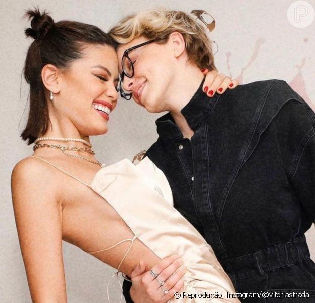 Dia do Orgulho Lésbico: casais como Vitória Strada e Marcella Rica inspiram nas redes sociais