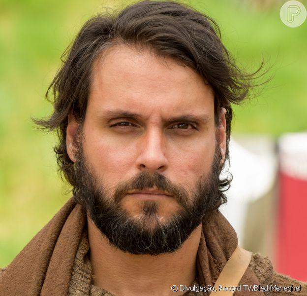 Novela 'Gênesis': Simeão (Igor Cotrim) tenta convencer Rúben (Felipe Cunha) a mentir para o pai sobre José (Juliano Laham)
