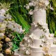 Bolo de casamento de Viviane Araújo tinha seis andares e detalhes floridos