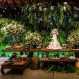 Flores e plantas ganharam destaque na decoração do casamento de Viviane Araújo
