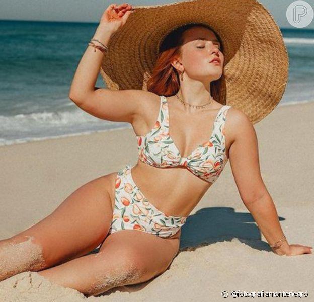 Larissa Manoela ama biquínis de cintura alta e está usando e abusando da tendência em fotos de biquíni