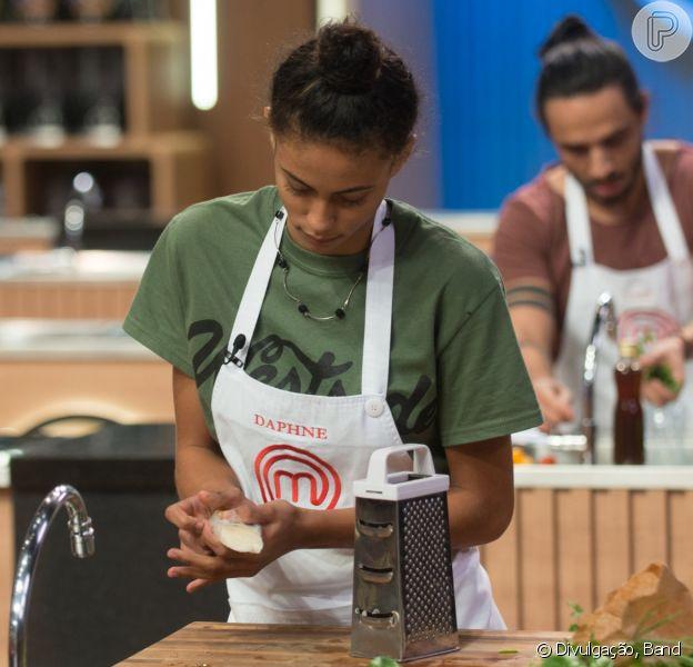 'MasterChef': Daphne foi salva pelo mezanino, mas antes de haver consenso Ana Paula Padrão e Jacquin 'apressaram' subida da cozinheira