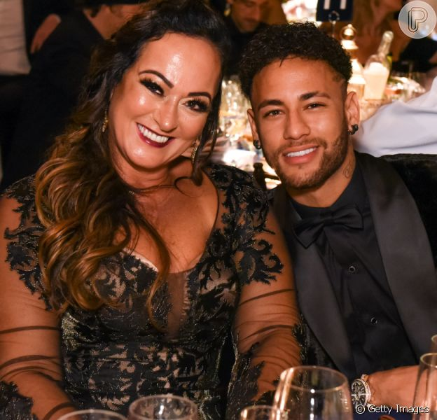 Mãe de Neymar, Nadine Gonçalves fez procedimento para rejuvenescer o bumbum