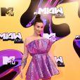 Vestido curto e lilás de Boca Rosa chamou atenção no red carpet