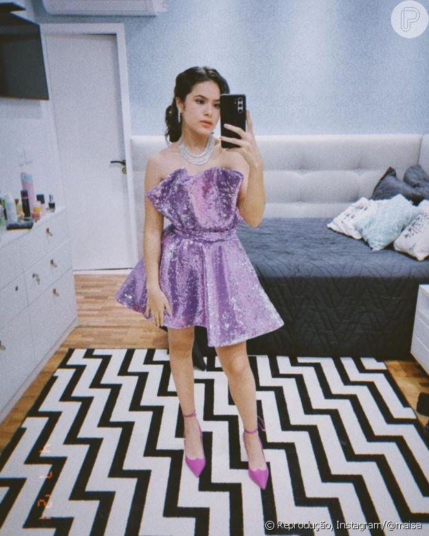 Maisa usou look lilás com cabelo preso e scarpin