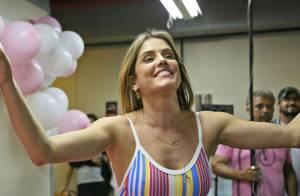 Deborah Secco ganha festa surpresa de aniversário na Globo: 'Emocionada'