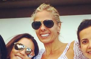 Adriane Galisteu curte fim de semana de praia com o filho, Vittorio, e amigas