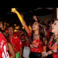 Bruna Marquezine cantou as músicas, gritou e dançou no show de Tiago Abravanel no camarote da Brahma no Rio de Janeiro em 2 de março de 2014